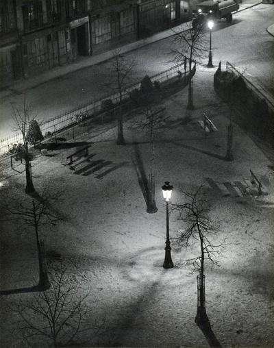 Andre Kertesz - Square de nuit (1927)