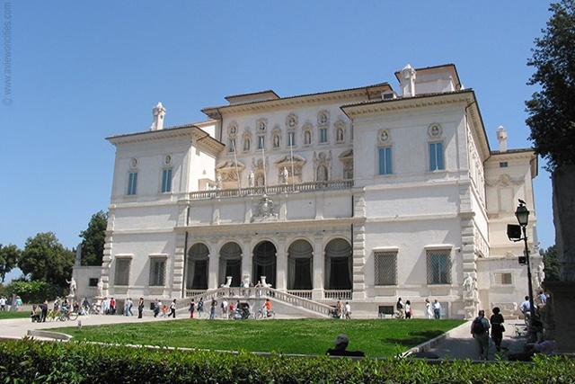 La galerie Borghèse est un musée qui sauvegarde les grands trésor d'art et de création de la sculpture italienne des XVIIème et du XVIIIème siècle.