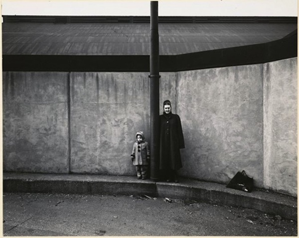 Harry Callahan - Eleanor and Barbara, Chicago, 1953