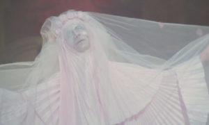 Roma de Fellini mariée cadavérique